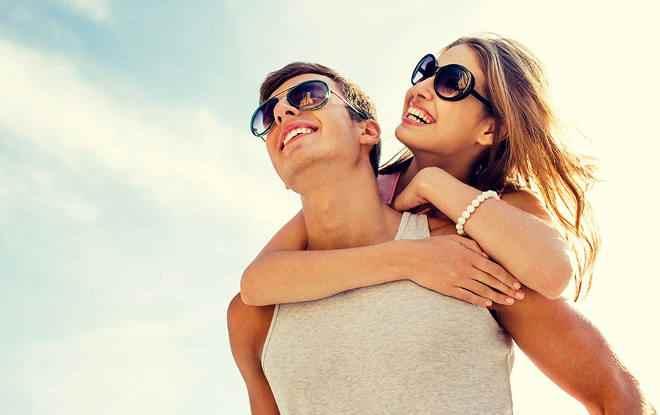 счастливая пара на отдыхе