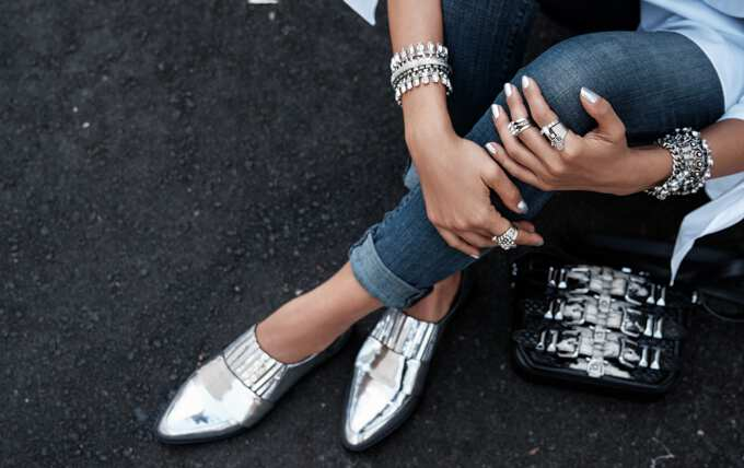 осенние туфли на ногах