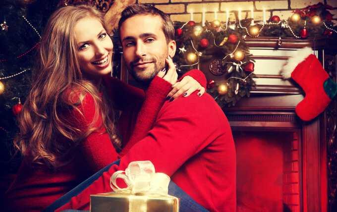 любимый муж с новогодним подарком