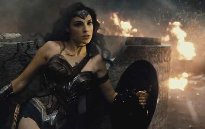 кадр из фильма с главной героиней