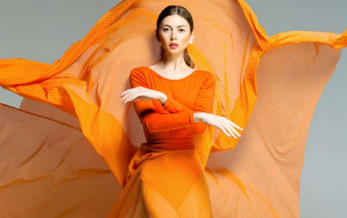 оранжевое платье для встречи нового года