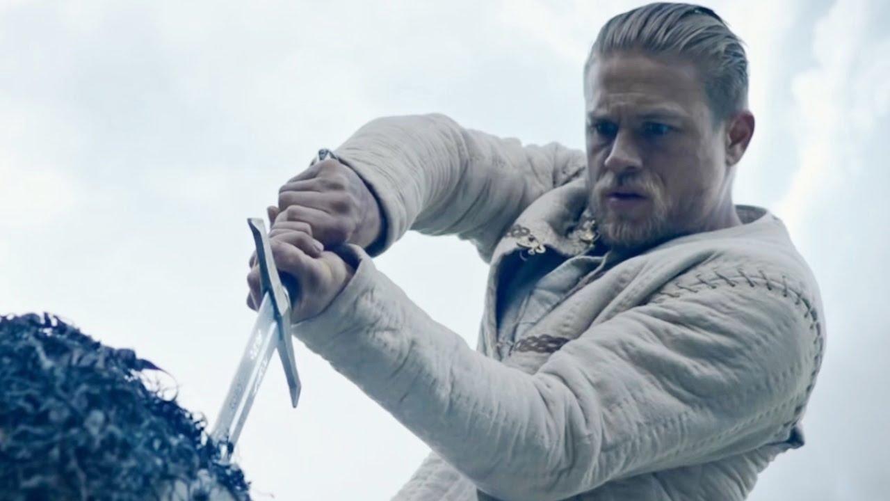 главный герой с мечом в руке