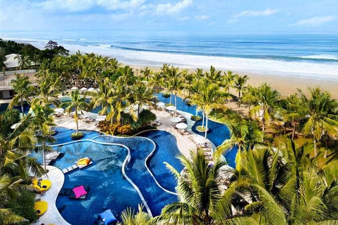 отельный комплекс на берегу моря