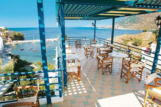 плащадка ресторана с видом на океан