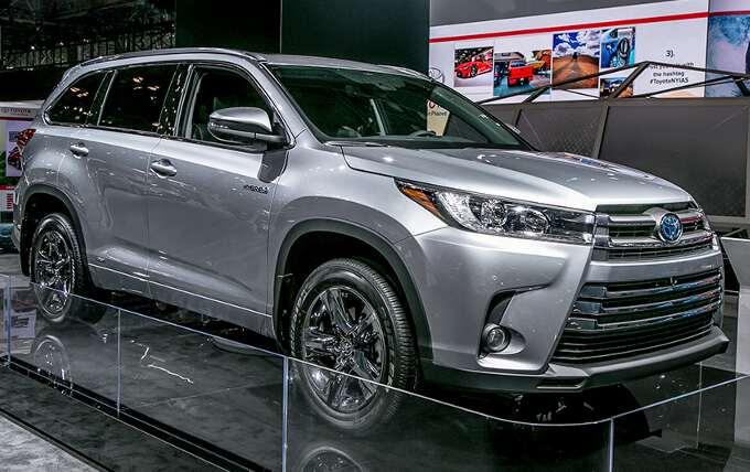 боковой вид Toyota Highlander