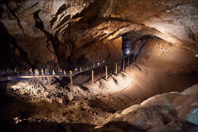 Пещера Новоафонская внутри