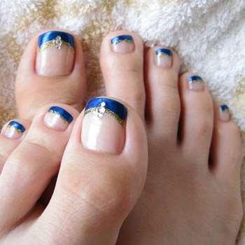 Синий френч на ногах
