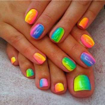 Яркий дизайн цвета радуги