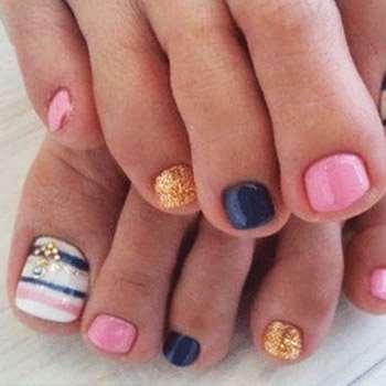 Палитра из мягких цветов на ногтях
