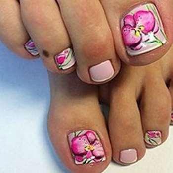 Цветочная романтика на ногтях