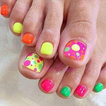 Разные цвета на ногтях