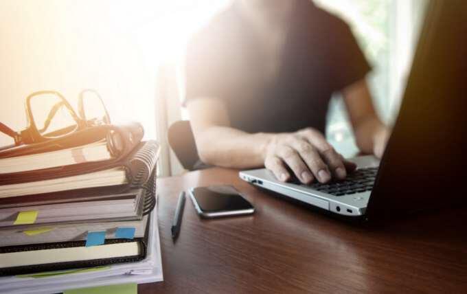 бухгалтер подсчитывает МРОТ в 2017 году