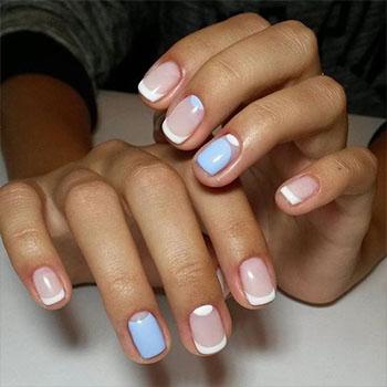 Френч с лунками голубой с белым