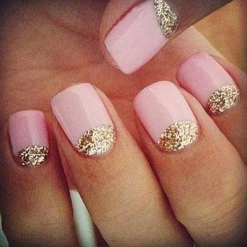 Золотистые лунки на коротких ногтях