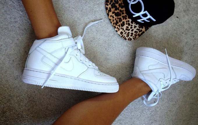 Модные белые женские кроссовки 2017